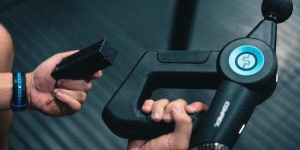 À vos armes ! Compex lance le nouveau pistolet d'auto-massage.